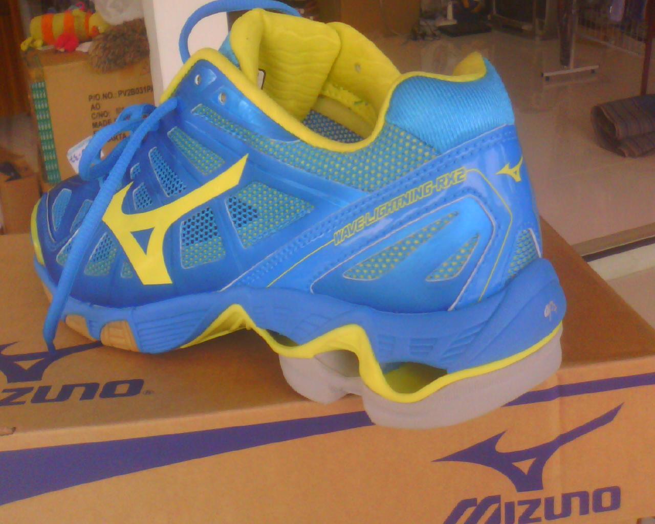 sepatu mizuno wave lightning Sale e0718cf564